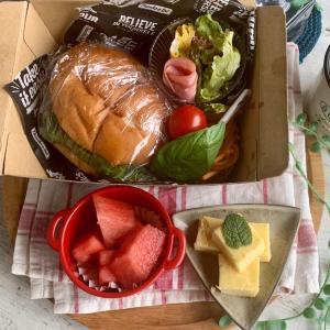*ハンバーガーボックスとチーズハンバーグ弁当*