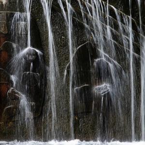 石仏の水行