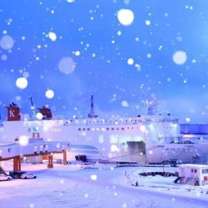小雪舞うフェリーターミナル