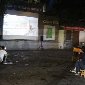 大理古城で今も行われている野外映画会