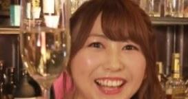 こりゃたまらん、加藤恵がスナックのママでカラオケ熱唱