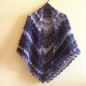 かぎ針でふわっと編む 三角ショール 2つ目