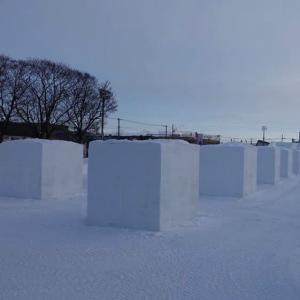個展の次は雪像彫刻大会です。