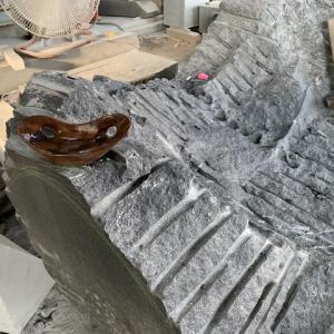 座れる彫刻