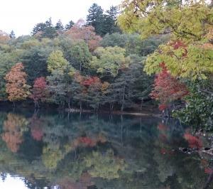 紅葉真っ盛りのオンネトーから雌阿寒岳登山へ