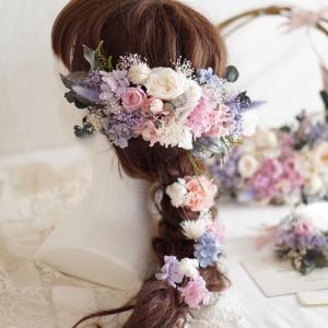 ラプンツェルヘアにあわせたミスティーピンク&パープルの花飾り&リースブーケ