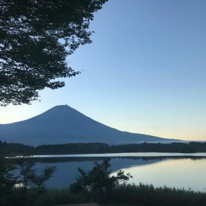 こんな美しい富士山と光のコラボレーションが見れて