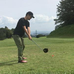 休日のゴルフで調子に乗ると、、