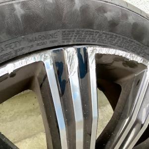 """VOLVOホイール修理 18"""" ブラックダイヤモンドホイールの傷"""