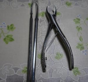 歯石取りペンチ。