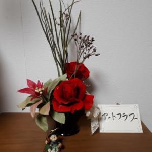 赤いバラとポインセチアで~