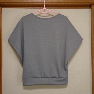 【洋裁】余り布でスリットプルオーバーを縫いました。