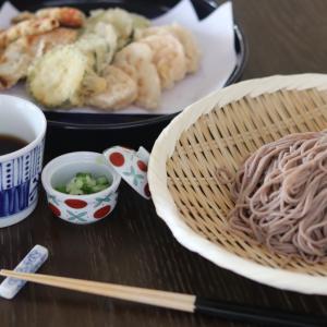 野菜の天ぷらとお蕎麦の昼食