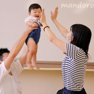 ただただ触れ合い遊び、マッサージする▶夫婦で子育て「パパとママとベビーマッサージ」