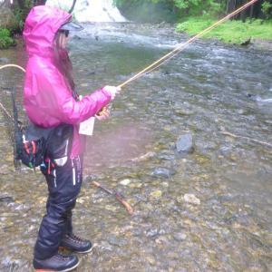 湯川で渓流釣りへ!