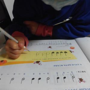 年中さんも音符の長さ・名前を理解して書いています