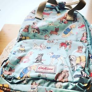 キャスキッドソンの犬柄バッグ