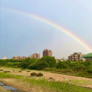 激しい雷雨と虹