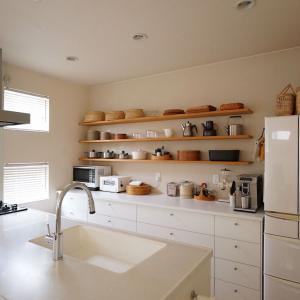 キッチンのオープン棚。