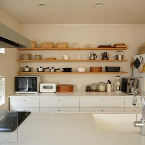 荒れるキッチン。
