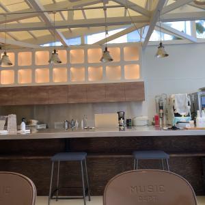 今度は女性らしいカフェに。今泉「konne.」