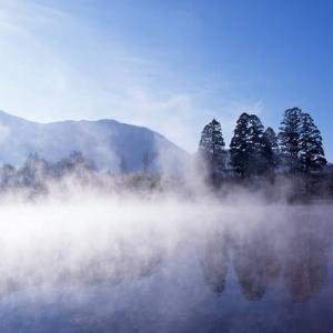 川霧立ちて…