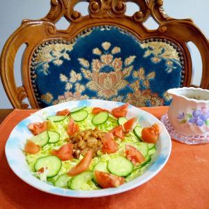 納豆とサラダ