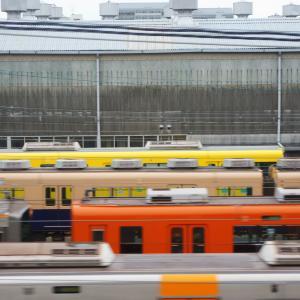 阪神電車から尼崎車庫を覗いたら・・・ 「なんじゃこりゃ~!」ラッピング