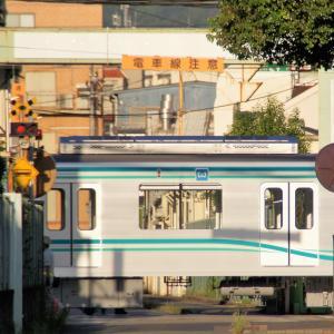 東京メトロ9000系「中間ストライプ」を見てからの、艀もあった忙しい週明け