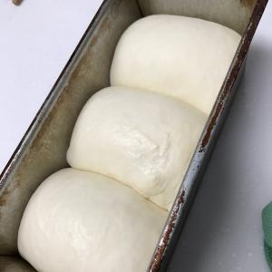 「おうちで作るプレミアム食パン」から生クリーム食パン