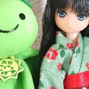 緑の浴衣と緑のカボス