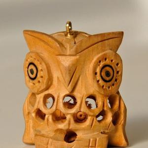 OWL (46) 北海道の子持ち置物(木)