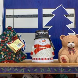 クリスマス缶いろいろ。ムーミンコンテナも♡