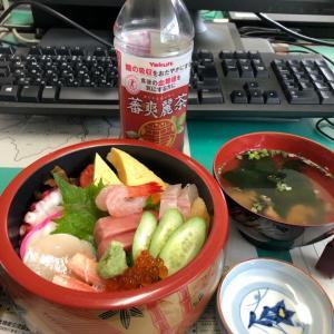 今日のランチ けやき寿司のチラシ