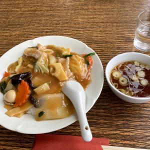 今日のランチ 食楽厨房長谷川の中華丼と餃子🥟