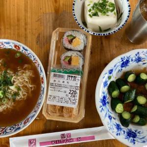 今日のランチ チャルメラとブイチェーン寿司弁