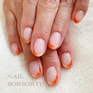 2色のオレンジでフレンチネイル