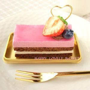 「ストロベリーチョコレートケーキのメモスタンド」
