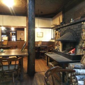 暖炉が燃えるカフェ〜お山の陶仙房さんへ