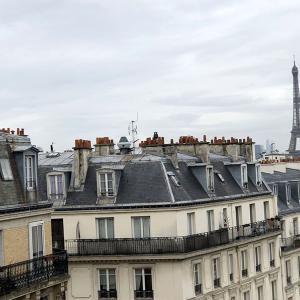 パリに仕入れに来ています。