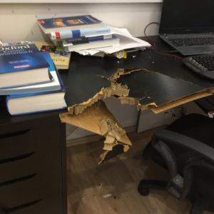 息子 勉強机をたたき割る!