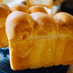 またまた食パンを焼いた  iittala そして 我が家の薔薇