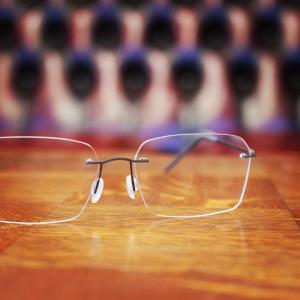 美しいフチなしメガネ完成。