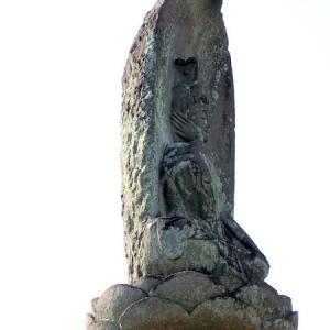 宝昌寺境内の石仏(杉並区成田西)