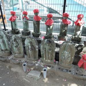 世尊院墓所の石仏【1】(杉並区阿佐谷北)