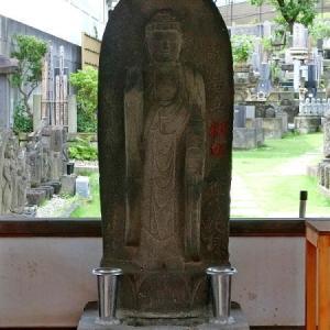 龍泉寺墓所の石仏(目黒区下目黒)