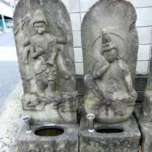 自性院門前の庚申塔(北区神谷)