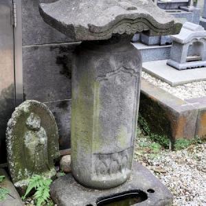 源兵衛共同墓地の石仏(新宿区西早稲田)
