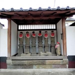 西蓮寺門前の石仏(北区志茂)