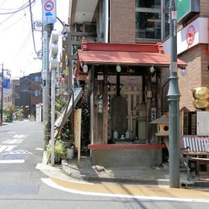 中村橋商店街の庚申塔(練馬区貫井)